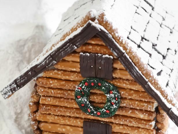 Original_Heather-Baird-gingerbread-houses-log-cabin-crop_h.jpg.rend.hgtvcom.616.462